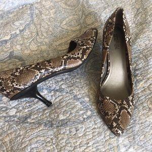 EUC Kenneth Cole snakeskin heels